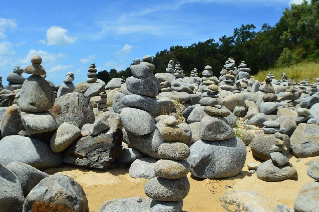 Cairns rocks