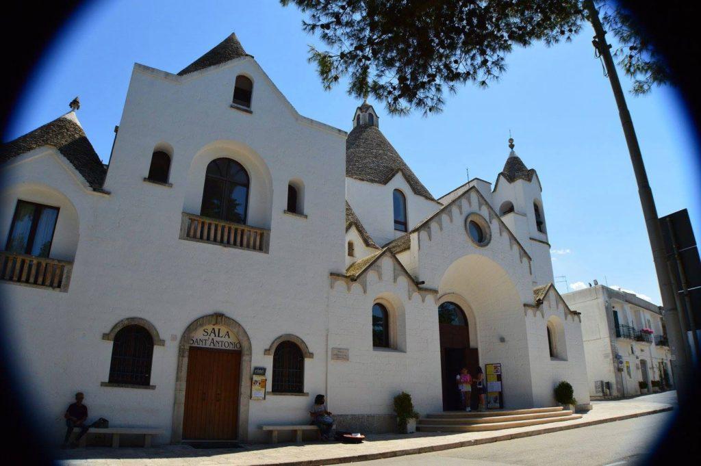 Hotel Sant'Antonio & church