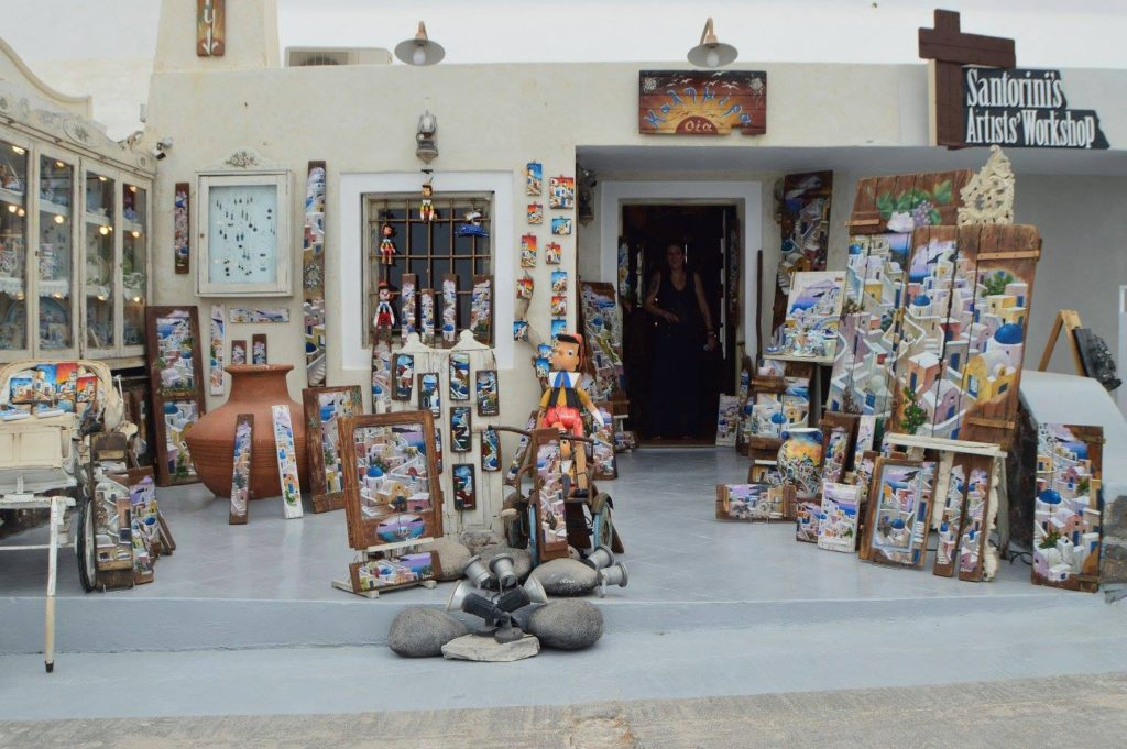 Art shop in Oia